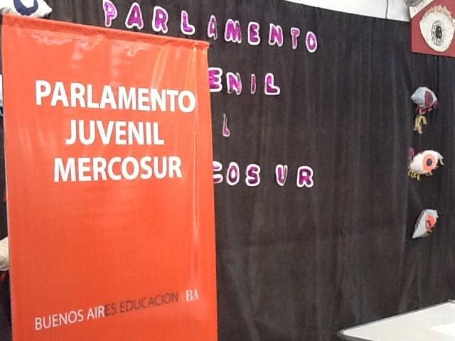 Parlamento Juvenil del Mercosur en la escuela 502