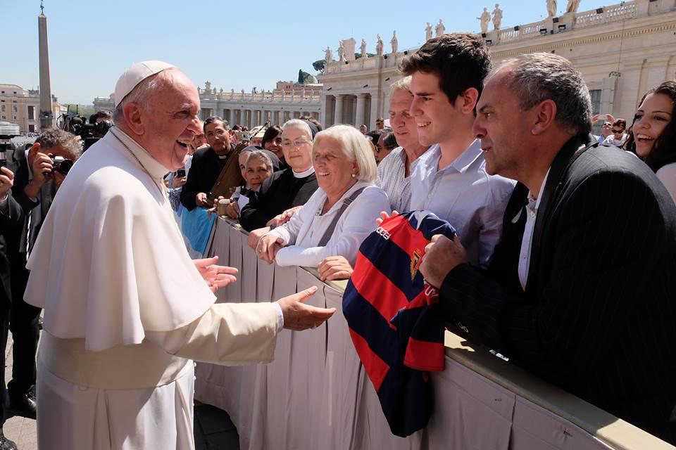 el Papa y la camiseta de Curupa