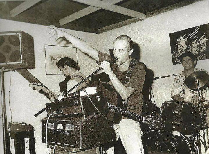 Bocha Sokol, Luca Prodan y Stephie Nuttal en batería, en el Festival de Rock del Sol a la Luna, en el Club Estudiantes de Buenos Aires, Caseros, 20 de marzo de 1982.